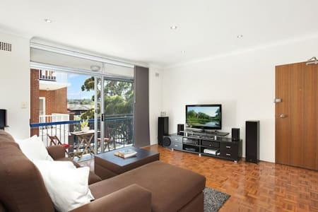 Walk to Bondi Beach, Golf Course and Cafes - Rose Bay