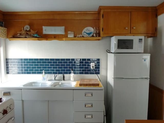 Kitchen has fridge, microwave, toaster oven and breakfast nook.