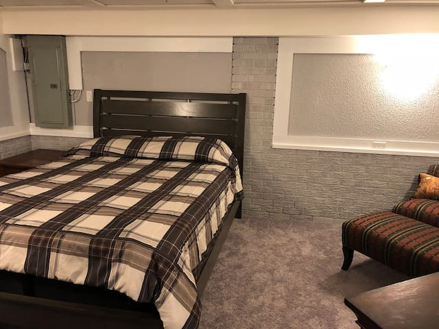 Oakmont Basement Suite with Private Bath