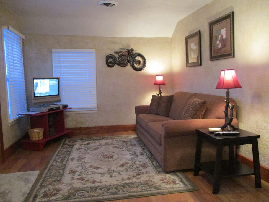 Cozy living w/sofa sleeper & cable TV & free high speed Wi Fi