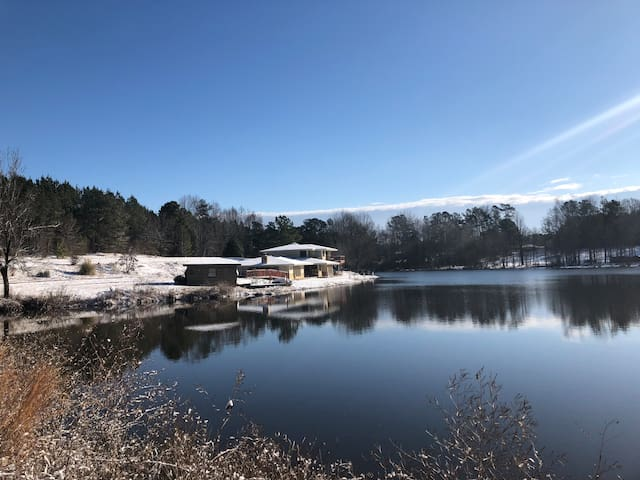 A peaceful water retreat close to downtown Athens