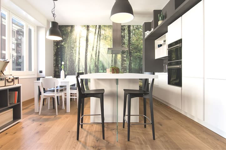 KITCHEN   Cucina con angolo cottura e colazione
