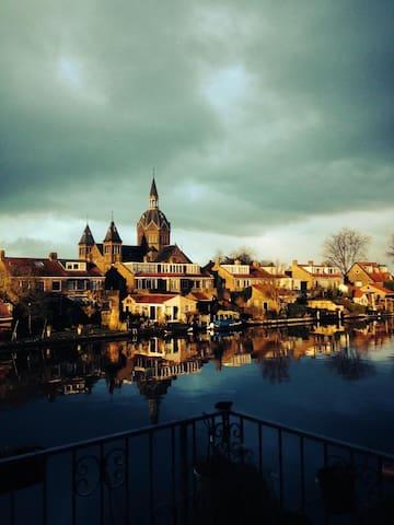 Mooie studio direct aan het water, randje Leiden
