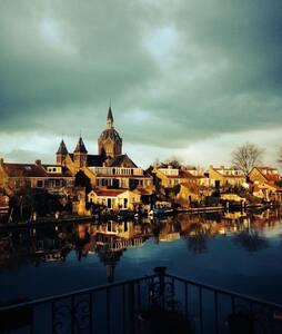 Mooie studio aan de Rijn; stad, strand en polder!