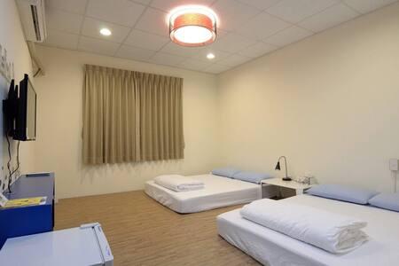 日式4人房 遇見幸福地民宿、東港大鵬灣。