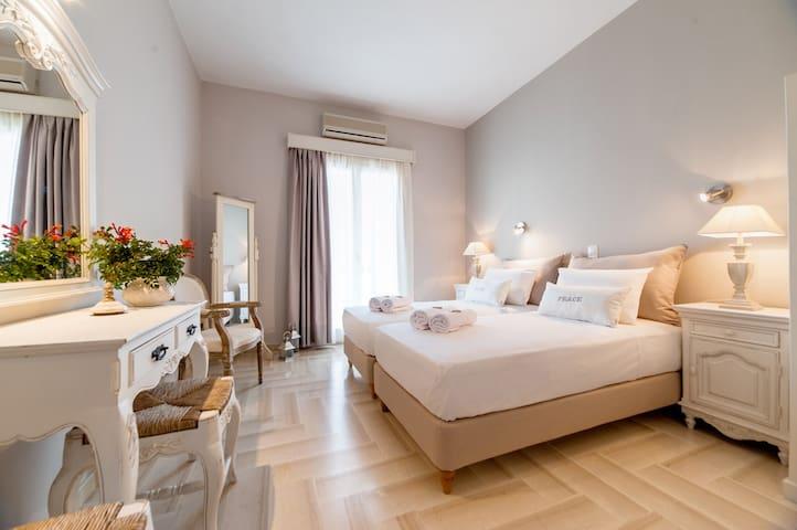 Anna Platanou Superior Twin- Double room