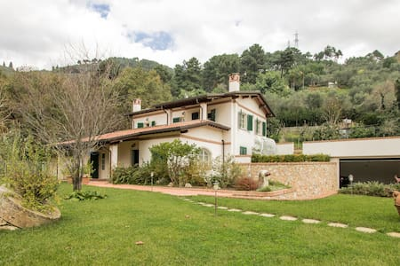 Villa con grande piscina e giardino 5 km dal mare - Pietrasanta - Vila