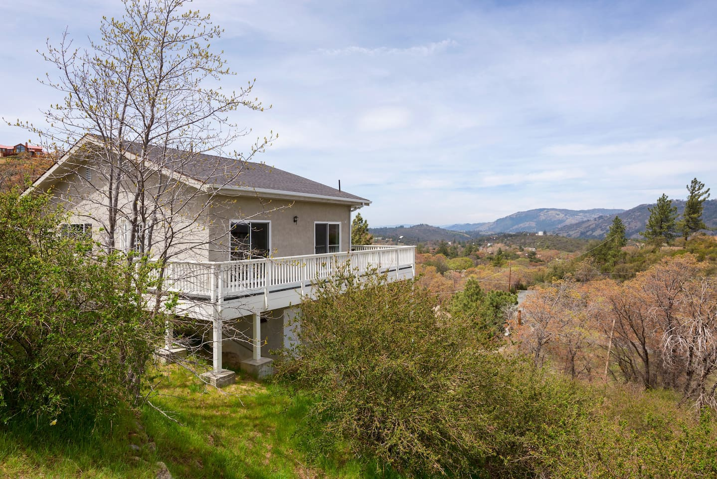 Our very private bright & beautiful home sits up on a hill, close to town, with gorgeous views of Volcan Mountain and beyond. Here you can enjoy in our night sky star extravaganza.  New custom designed remodel awaits.