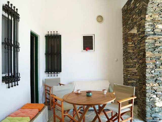 Tradiotional apartment For 3 person in Apollonia