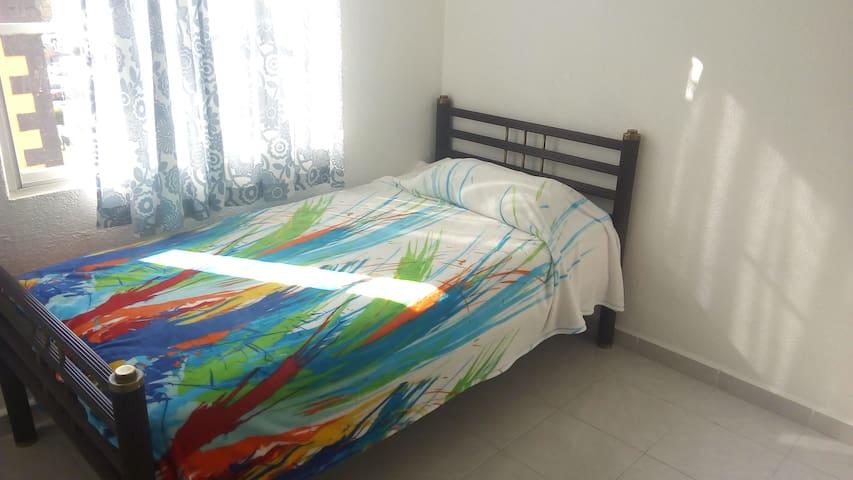 Agradable habitación en departamento tranquilo
