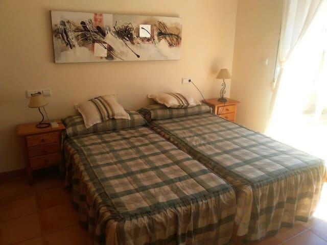 Habitación A.A,dos camas, terraza , baño privado