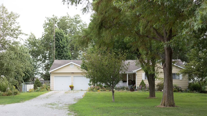Country Gardens Bed & Breakfast-Whole House Rental