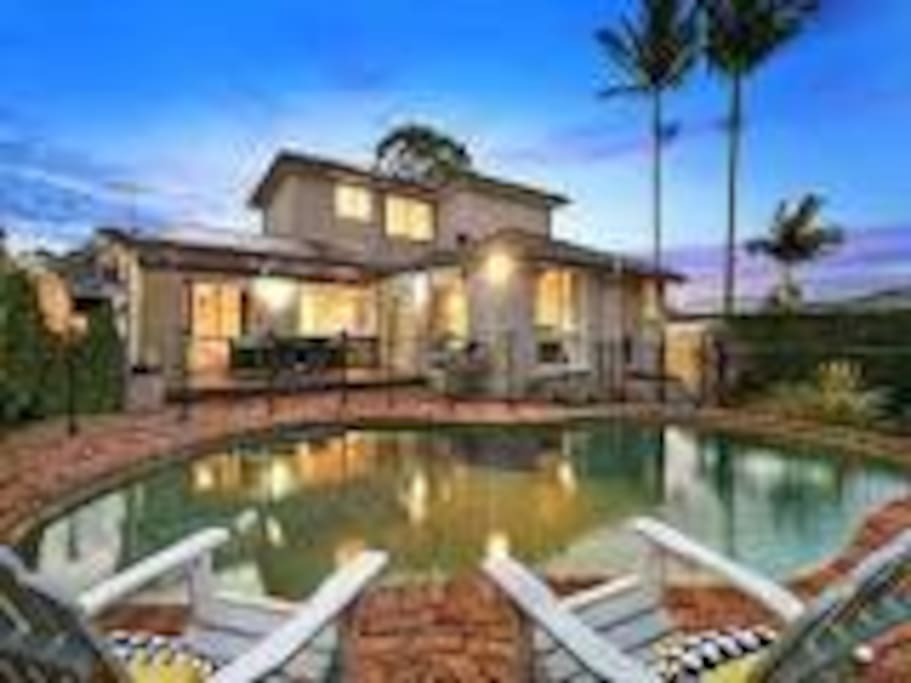 Family home with pool child friendly houses for rent in for Pool show on foxtel