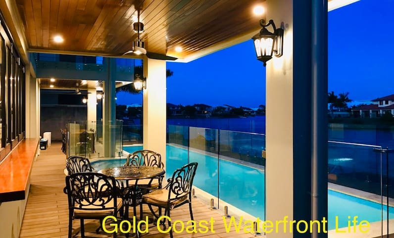Gold Coast waterfront life-Red sea star  suite