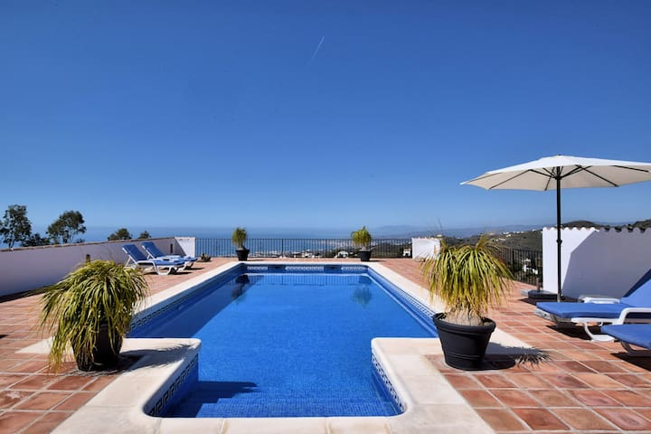 Gorgeous Villa in Sayalonga Costa del Sol with Swimming Pool