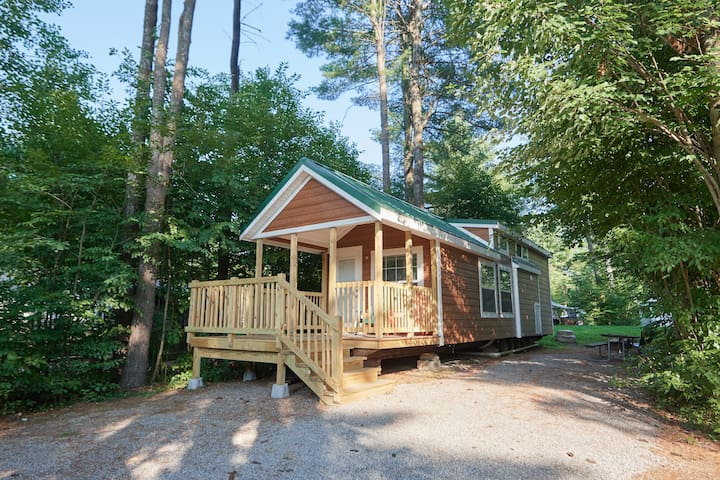 Lake George Escape Lofted Cabin Premium - R315