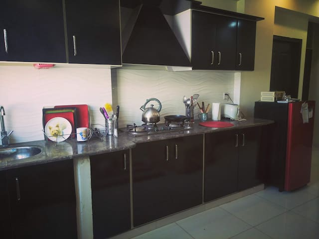 Cosy , comfy and stylish condo in DHA