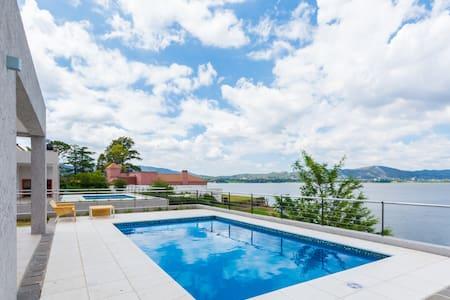 Casas con costa sobre lago - Villa Carlos Paz - Dom