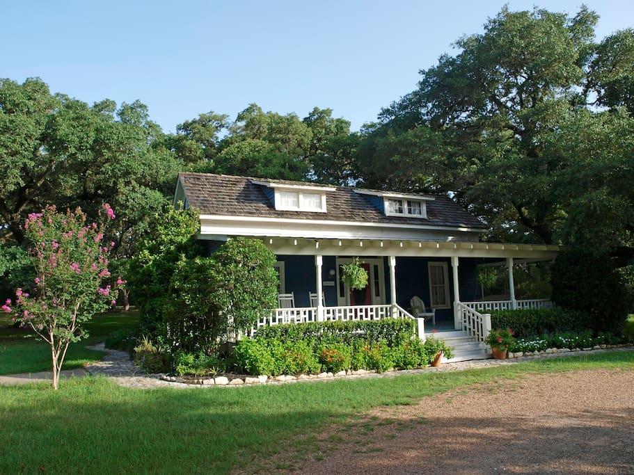 Spacious Texas Farmhouse Getaway With Full Kitchen