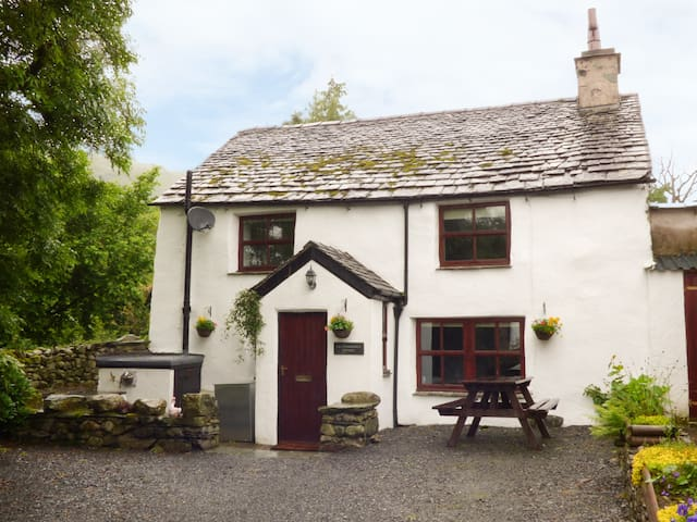 HALL DUNNERDALE COTTAGE in Broughton-In-Furness, Ref 923073