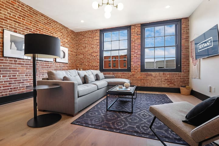 Sextant | The Lola | 2 Bed 2 Bath #403 | 5 min drive to Bourbon St