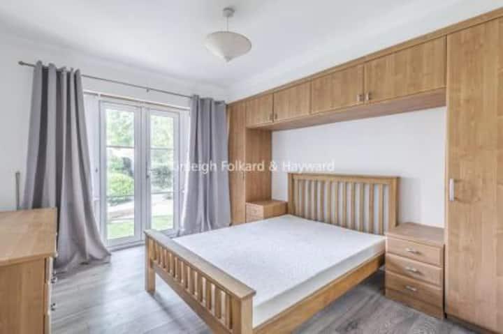 Modern luxury apartment with En suite Wet Room 🚿