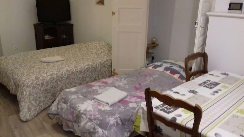 Un lit double et un lit simple dans cette configuration.