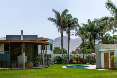 Casa moderna y comoda frente al rio