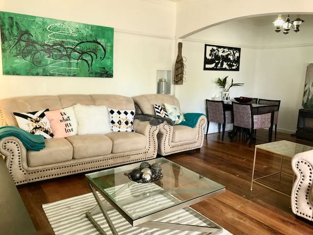 D117 Australian Home Among the (Hidden by Airbnb)