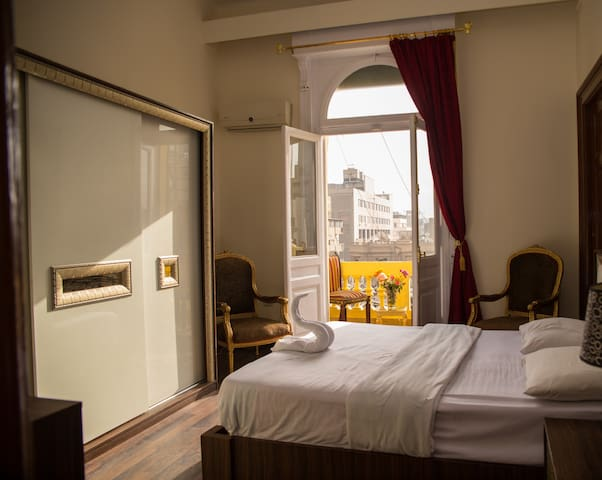 Explore Amazing Cairo from a Stylish EnSuite Rooms
