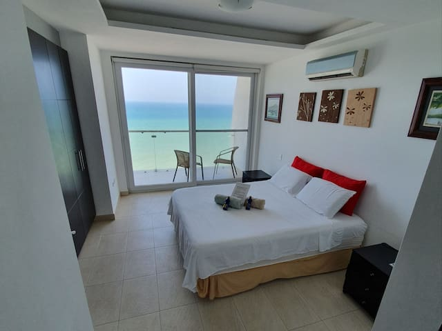 Full private apartment in front of the sea murciel