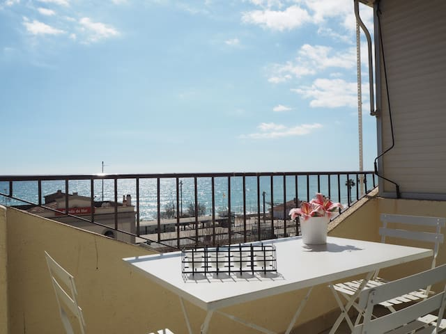 Luxurious apartment with spectacular sea views.
