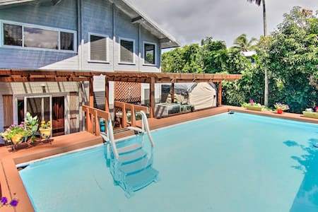 Tropical Family Oasis w/ Shared Pool, Bar & Patio