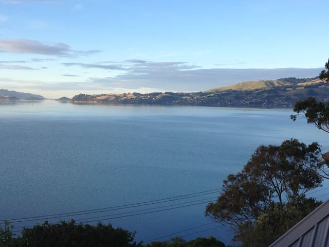 Sunny house on Otago Peninsular with great views - Dunedin - Hus