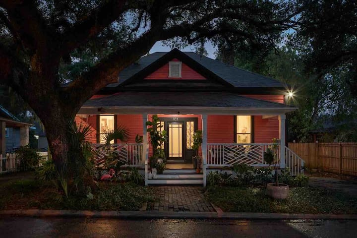 Beautiful Tampa Bungalow Located in The Heights