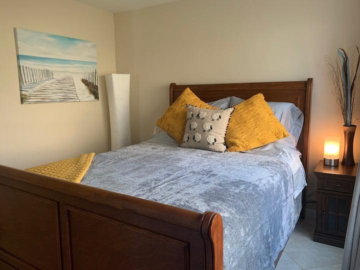 Modern, relaxing condo close to Waikiki amenities