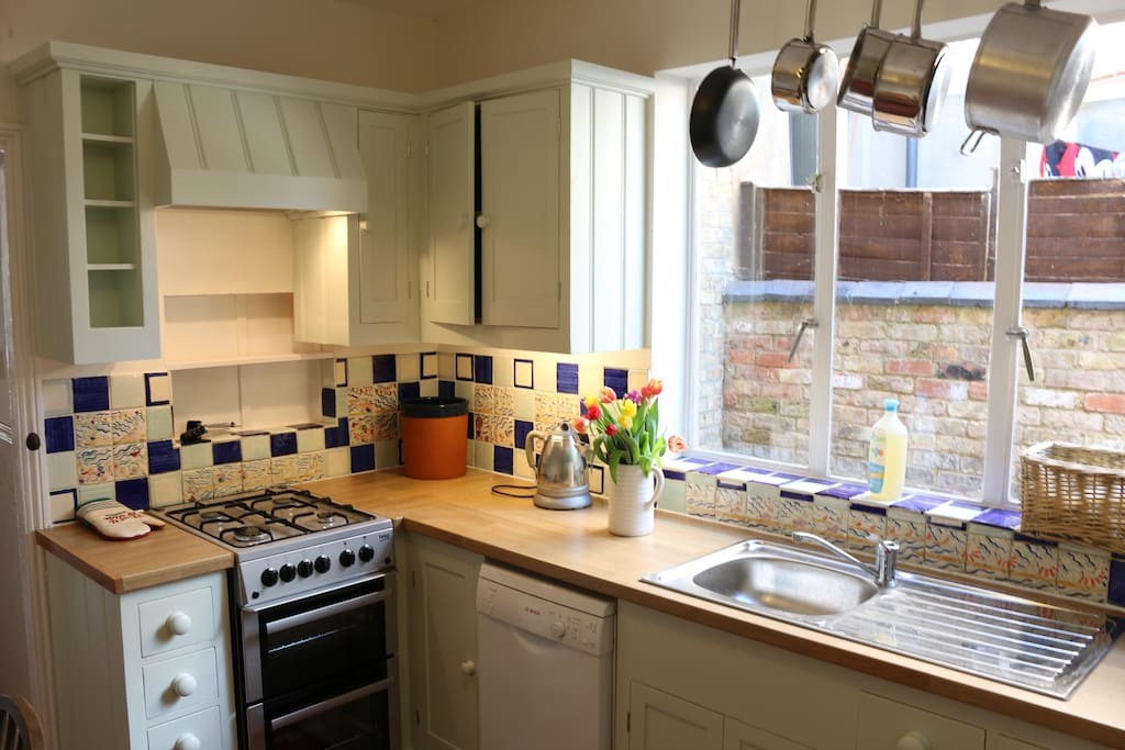 Newly fitted (2017) hand-built kitchen