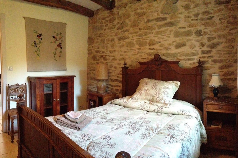 Chambre très confortable (lit double: 140cm) avec salle de bain privative
