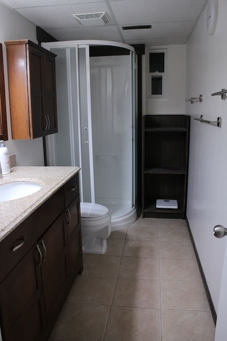 1 Bathroom for guests with shower