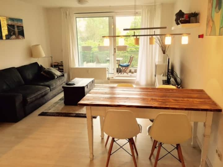 Causy room in shared Apartment near main station