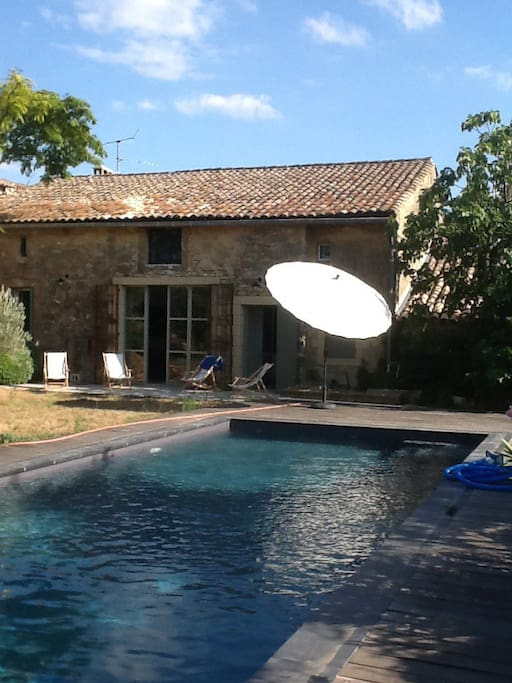 Mas avec piscine proche uzes houses for rent in saint for Piscine depot uzes