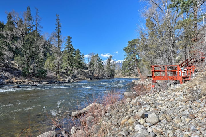 Private River Access, Mtn. Views & A Spacious Home