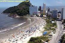 praia brava a magia do litoral do parana, pela seta amarela e vermelha voce localiza o predio, 70 metros do mar.