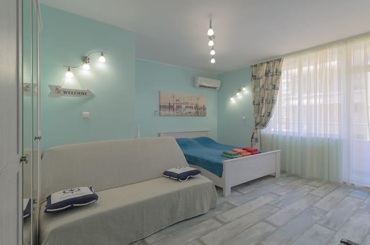 Studio by the sea in the quiet center of the park. - Burgas - Appartement