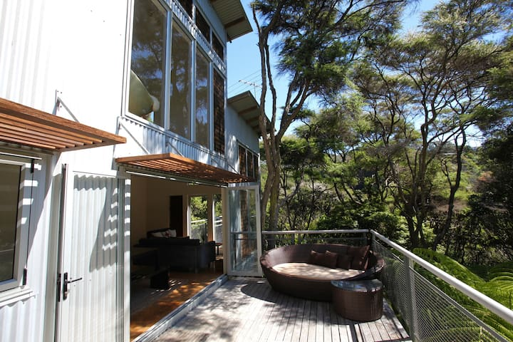 THE ISLAND GUESTHOUSE : Coast and Country - Auckland - House