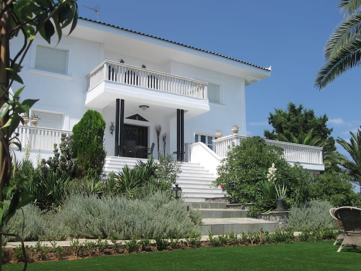 Luxurious Beachfront 7-bedroom Villa in Evia