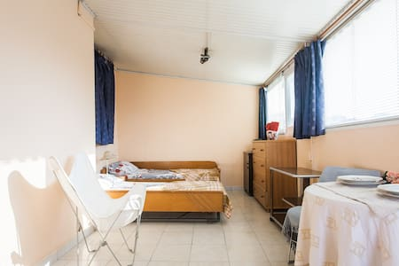 cosy flat next to tram and metro - Nea Smyrni