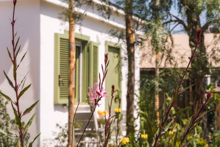 Bungalow Garden Suite in the heart of the island