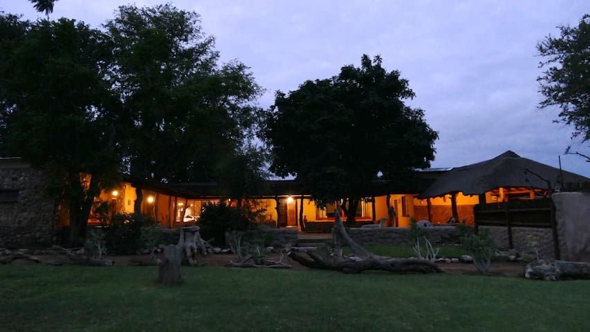 Adonsonia Lodge, Big 5 Reserve - B&B in Twin Room
