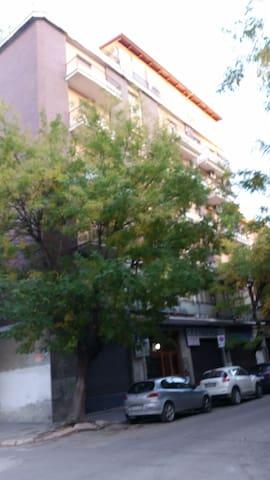 Casa in centro per studenti, lavoratori, turisti.